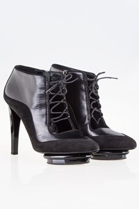 DVF Dana Runway Black Leather Booties / Size: 38 (8 W) - Fit: True to size