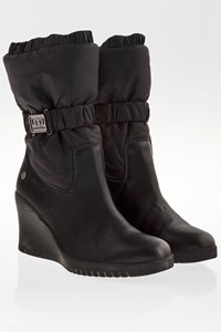 Ugg Black Leather Boots with Nylon Panel / Size: 38 - Fit: 37