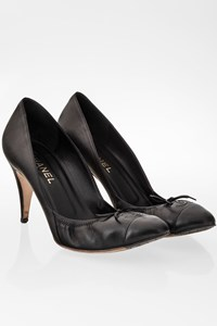 Chanel Black Leather CC Pumps / Size: 41 - Fit: True to size