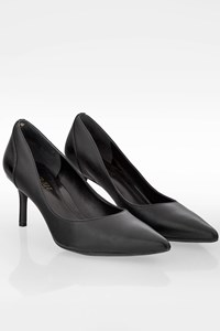 Lauren Ralph Lauren Black Signature Leather Pumps / Size: 38 - Fit: True to size