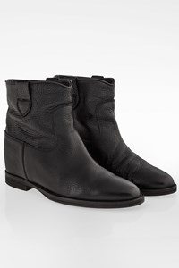 Abbot Kinney Black Leather Booties with Hidden Heel / Size: 39 - Fit: 38.5