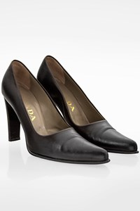 Prada Black Heel Pumps / Size: 35 - Fit: True to size