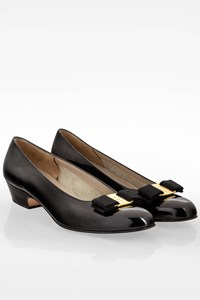 Salvatore Ferragamo Black Patent Leather Low Heeled Pumps / Size: 7.5Β - Fit: 37.5
