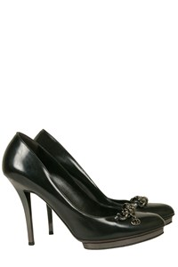 Gucci Black Leather Pumps with Chain Detail